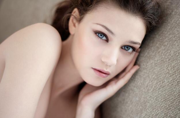 Skin-Illusion-el-maquillaje-para-una-piel-perfecta-Skin-Illusion-el-maquillaje-tratante-de-Clarins-city-deluxe-guia-lujo-mundial