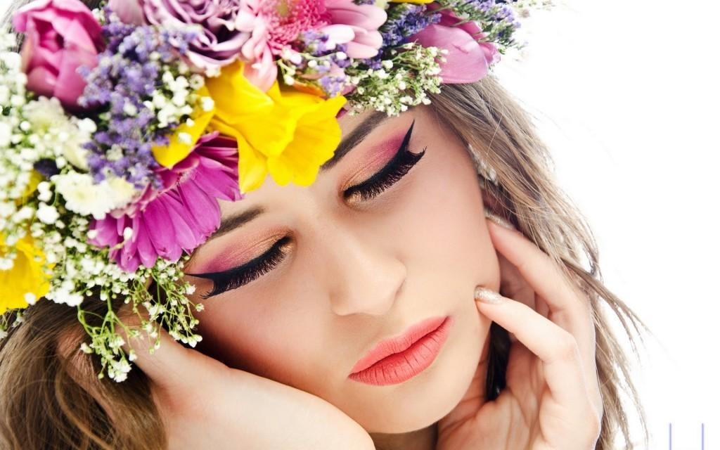 una-chica-y-corona-de-flores-441
